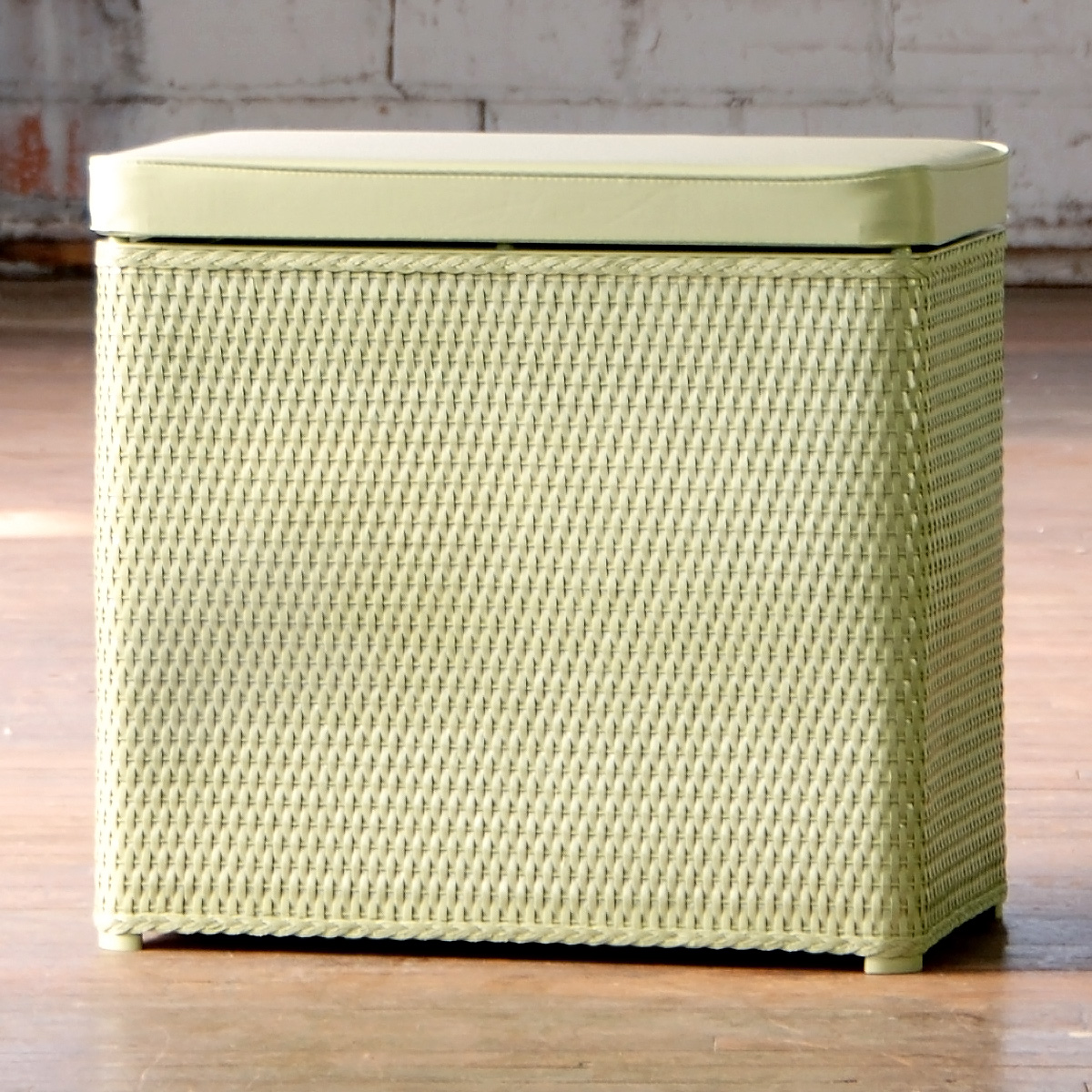 Usab2c Lamont Carter Bench Hamper Made In America Product Details
